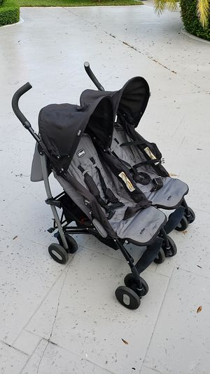 Chicco echo double stroller for Sale in Hialeah, FL