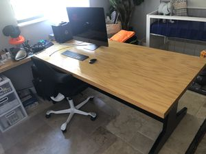 COMPUTER DESK for Sale in Largo, FL
