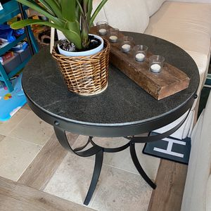Round end table for Sale in San Ramon, CA