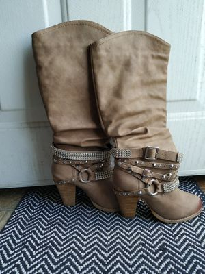 Women's boots size 6.5 for Sale in Austin, TX