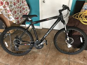 Iron horse Mountain/pavement Mens bike. Rarely used. for Sale in MONTGOMRY VLG, MD