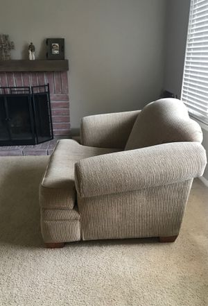 FREE Large chair for Sale in Riverside, CA