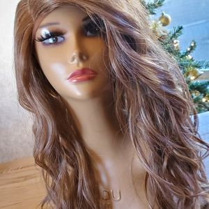 Synthetic wig 24 Inch Honey Blonde With Highlights for Sale in Midland, TX