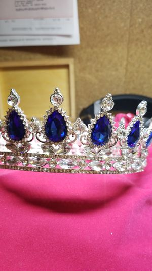 STUNNING QUEEN TIARA CROWN for Sale in Annandale, VA