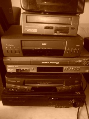 Five vhs player plus vhs rewinder for Sale in Columbus, OH