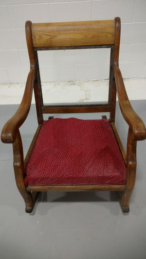 ANTIQUE WOODEN ROCKING CHAIR for Sale in Maywood, IL