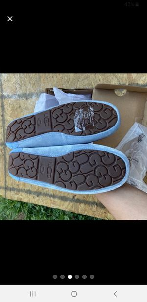 WOMEN'S BLUE UGG MOCCASINS SIZE 7 OR 8 for Sale in Silver Spring, MD