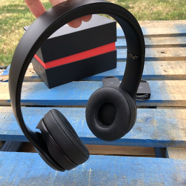 Beats solo 3 Bluetooth wireless headphones 🎧 matt black 100% original beats guaranteed 💪💪 used with used signs and minor scratches