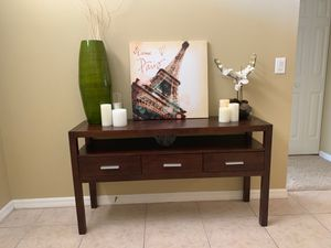 Console table for Sale in Lutz, FL