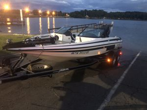Javelin Fish and Ski Boat 225 Evinrude Motor for Sale in Tullahoma, TN