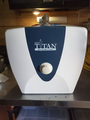 Tiny Titan 2.5 Gallon Water Heater for Sale in Tampa, FL