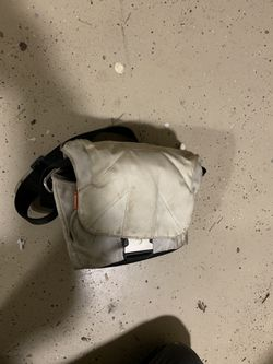 Manfrotto camera bag and canon charger for Sale in Leavenworth,  WA