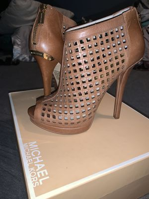 Michael Kors beige bootie size 8 for Sale in Austin, TX