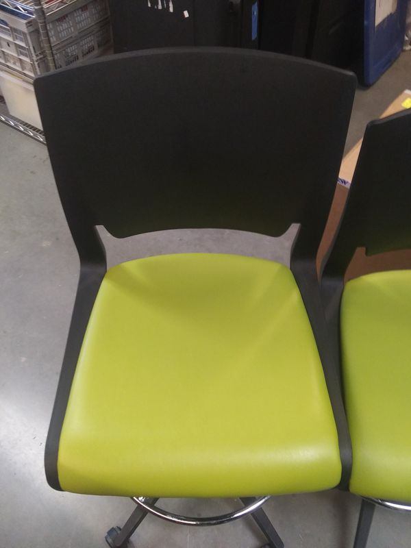 Six brand new office rolling chairs