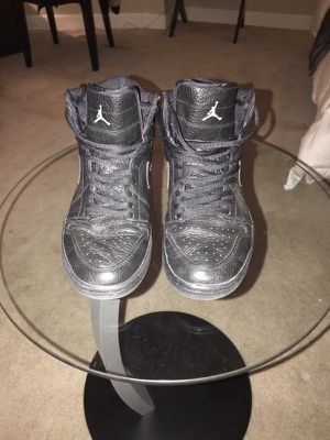 BLACK RETRO AIR JORDANS 1 SIZE 8.5 for Sale in Chicago, IL