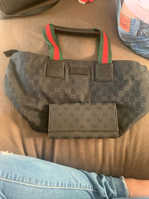 Gucci bag with wallet for Sale in Fremont, CA