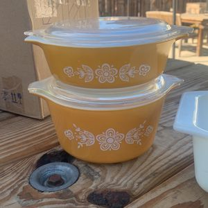 Vintage Butterfly Gold Pyrex for Sale in Pomona, CA