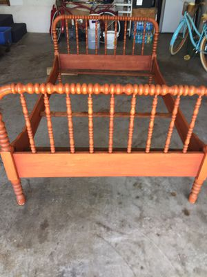 3/4 Antique bed frame for Sale in Apollo Beach, FL