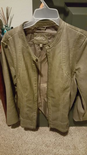 Olive Green Ladies leather jacket. In perfect condition. Size XL for Sale in Houston, TX