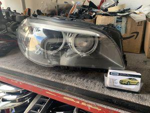 BMW 5 SERIES F10 LCI OEM RIGHT PASSENGER XENON ADAPTIVE HEADLIGHT '2014 AND UP for Sale in Miami, FL