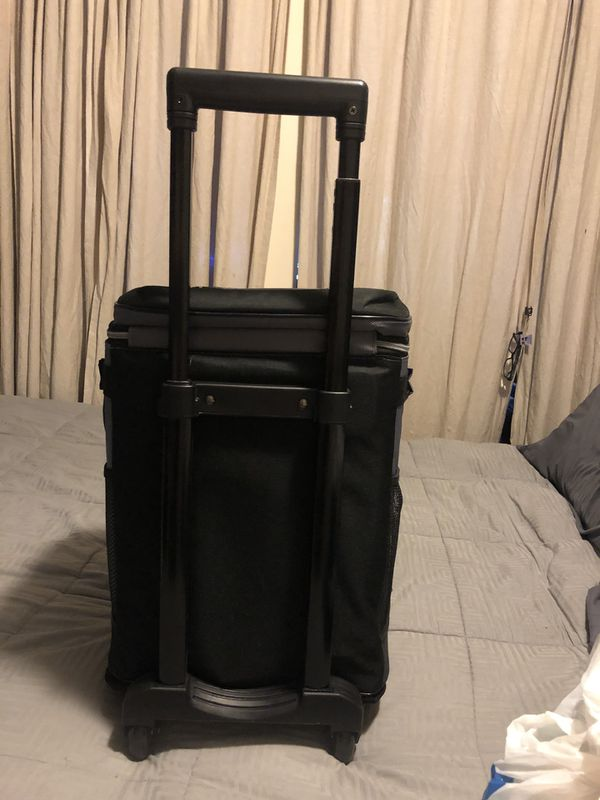 COLEMAN 42 CAN REMOVABLE LINER WHEELED COOLER