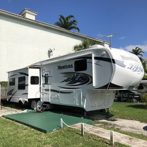 36' Montana 5th Wheel Trailer 2010 for Sale in Fort Lauderdale, FL
