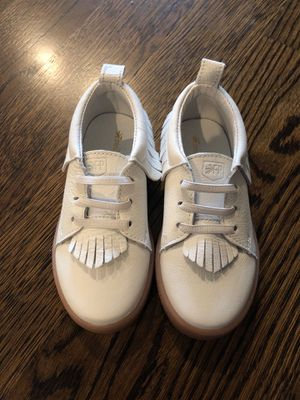 Freshly Picked white fringe sneakers size 9 unworn for Sale in Needham, MA