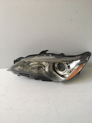 Toyota Camry 2015-2017 headlight Left OEM for Sale in Tulalip, WA