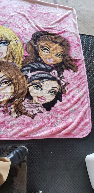 Nice young girls bedspread/comforter for Sale in Fresno, CA
