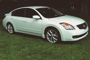 2 12V DC Power Outlets 2007 Nissan Altima 3.5 S for Sale in Macon, GA