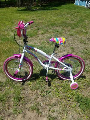 """18"""" girls bike with training wheels for Sale in East Taunton, MA"""
