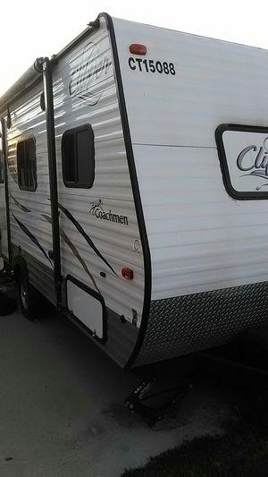 2015 clipper Coachman travel trailer for Sale in Pico Rivera, CA