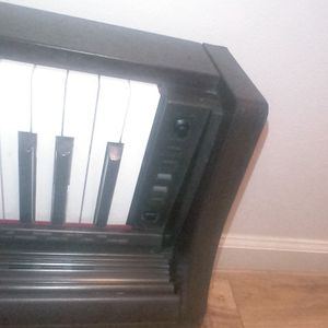 1 Casio Electric KeyBoard Piano(4 piece) Brown( I May Paint It) for Sale in Vallejo, CA