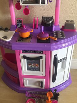 Girls Toy Kitchen And Poppy Guitar for Sale in Miami,  FL