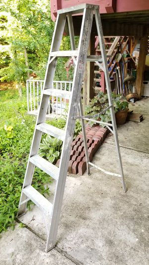 6 ft Aluminum Ladder for Sale in Bowie, MD