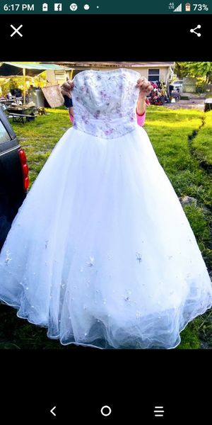 Wedding dress size 6 for Sale in Winter Haven, FL