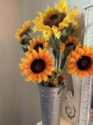 Sunflowers in tin bucket arrangement for Sale in Fresno, CA