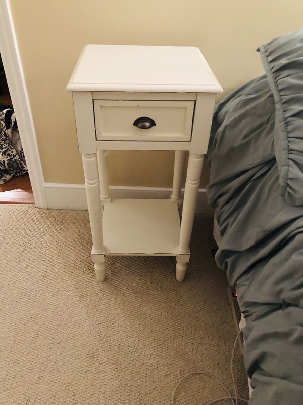 Antique-look night stand