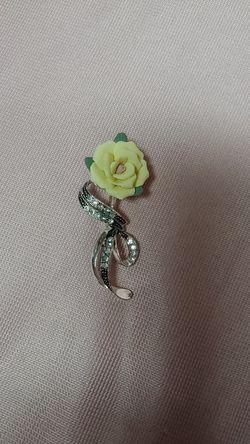 Vintage Avon Yellow Rose Brooch for Sale in Lilburn,  GA