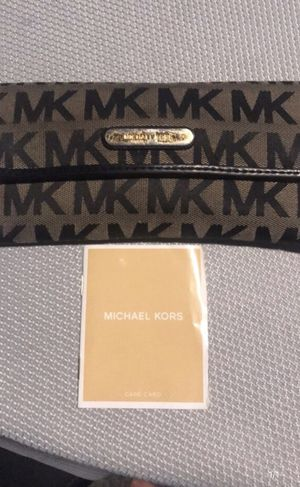 Authentic Michael Kors Wallet $20 obo for Sale in Haines City, FL