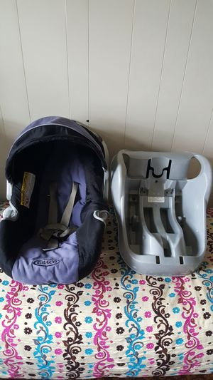 Graco car seat with base for enfant for Sale in Malden, MA