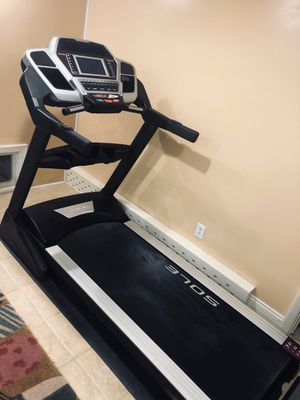 SOLE Fitness F85 Folding Treadmill for Sale in Burton, OH
