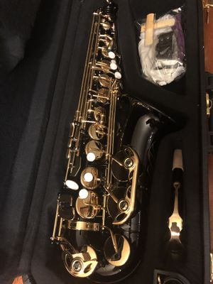 Black and Gold Alto Saxophone with New Set of Reeds Excellent Condition $280 Firm for Sale in Kennedale, TX