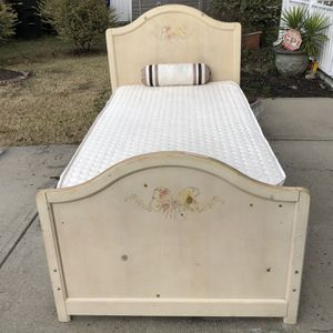 Twin Size Bed With Headboard , Footboard , Side Rails , Mattress, Boxspring And Slats. Very Good Condition . Door Delivery Available . Hablar Espanol for Sale in Raleigh, NC