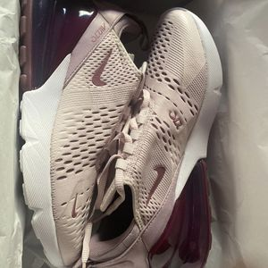 Nike Air Max 270 W 9 for Sale in Baldwin Park, CA