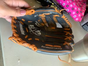Youth baseball glove for Sale in Riverside, CA
