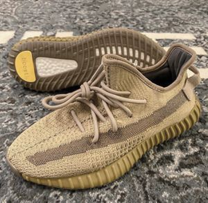Yeezy Boost 350 v2 - Earth {Pre-Order} Size 10.5 and 6.5 for Sale in Fresno, CA