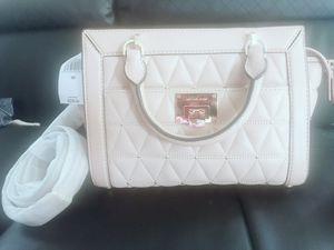 Micheal kors messenger bag for Sale in Alexandria, VA