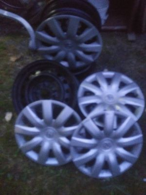 Toyota rims 15× 6 1/2 jj and rim covers for Sale in Port Orchard, WA