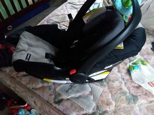 Graco Click Connect Car Seat with two bases & stroller for Sale in Saginaw, MI